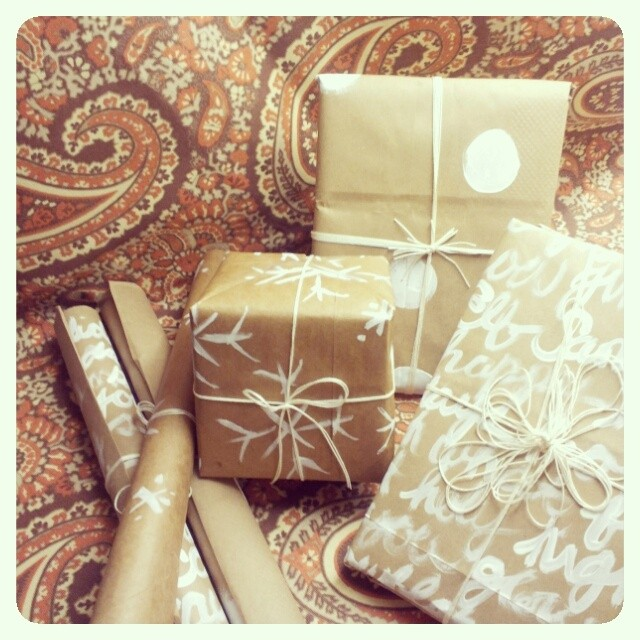 DIY HOLIDAY WRAPPING PAPER